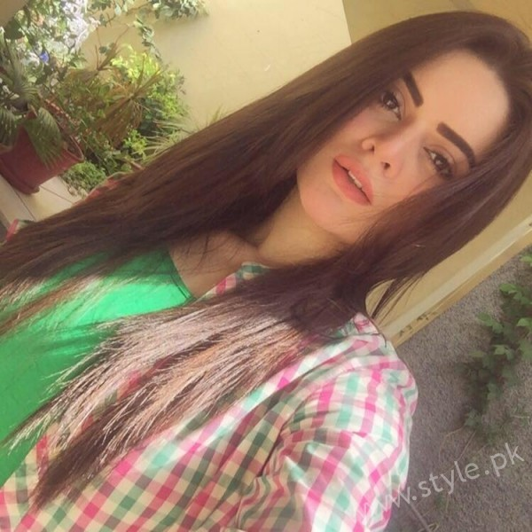 Minal Khan's Profile, Pictures and Dramas (24)