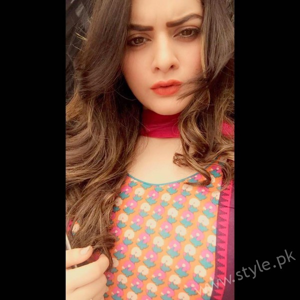 Minal Khan's Profile, Pictures and Dramas (28)