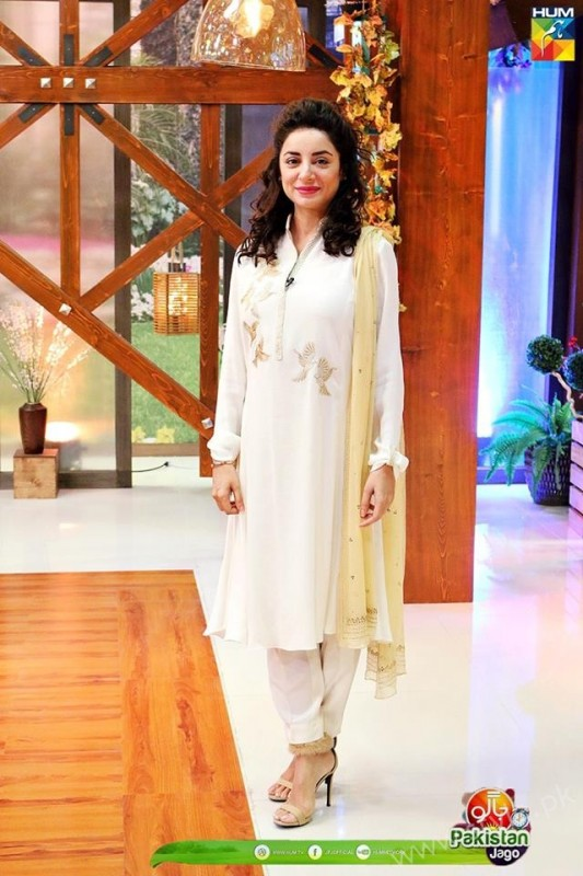 Mommy to be Sarwat Gillani gives Major Style Goals (14)