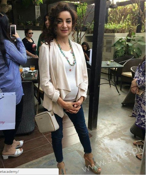 Mommy to be Sarwat Gillani gives Major Style Goals (5)