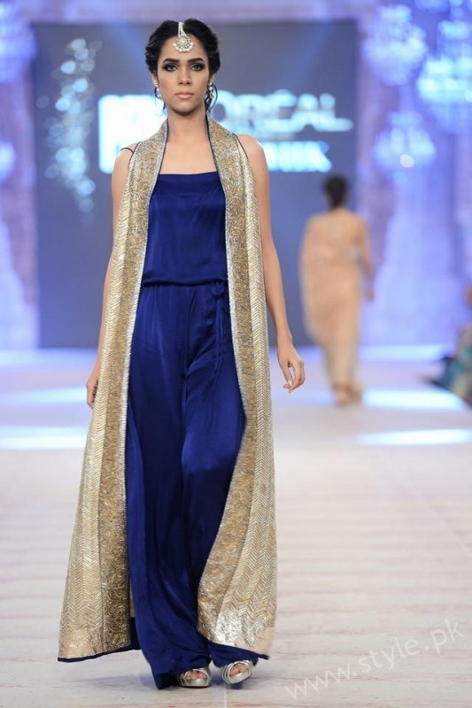 New gown style dresses in Pakistan (8)