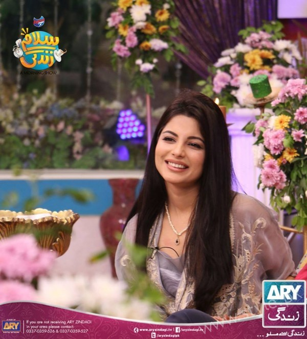 Newly Wed Couple Ahmad Zeb with his wife in Salam Zindagi (11)