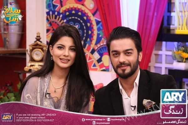 Newly Wed Couple Ahmad Zeb with his wife in Salam Zindagi (14)