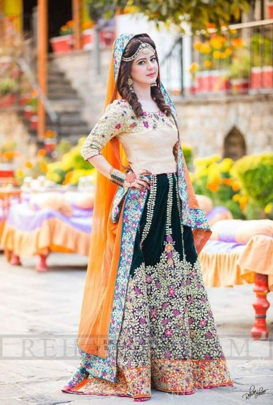 Stylish pakistani dresses for wedding 2017 for Online pakistani wedding dresses