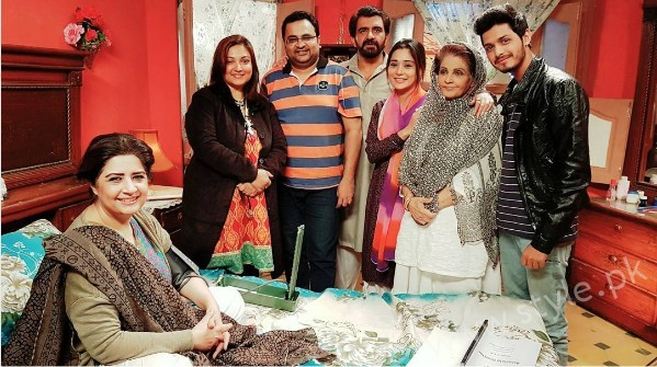 Pictures of Indian Actress Sara Khan from Set of her drama Laikin (12)