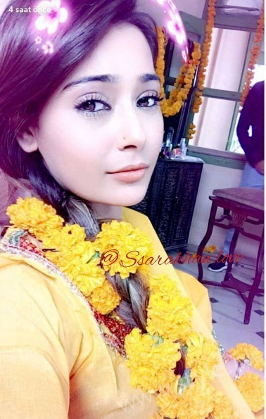 Pictures of Indian Actress Sara Khan from Set of her drama Laikin (15)