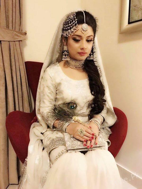 Sidra Iqbal Wearing Samreen Vance jewelry