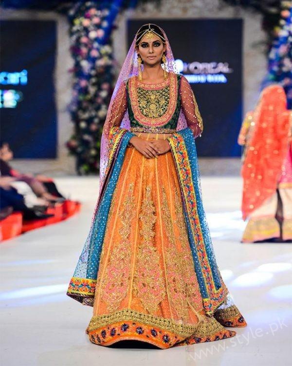 12a47235ab Stylish Pakistani Dresses for Wedding 2017