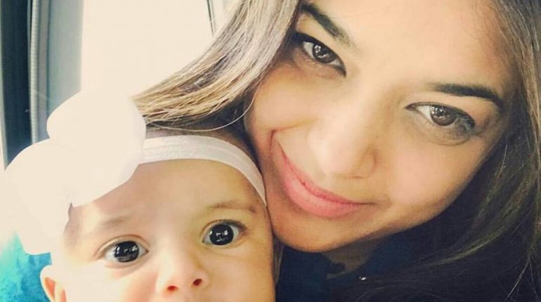 See Sanam Jung's Beautiful Selfie with her Daughter - Sanam Jung daughter