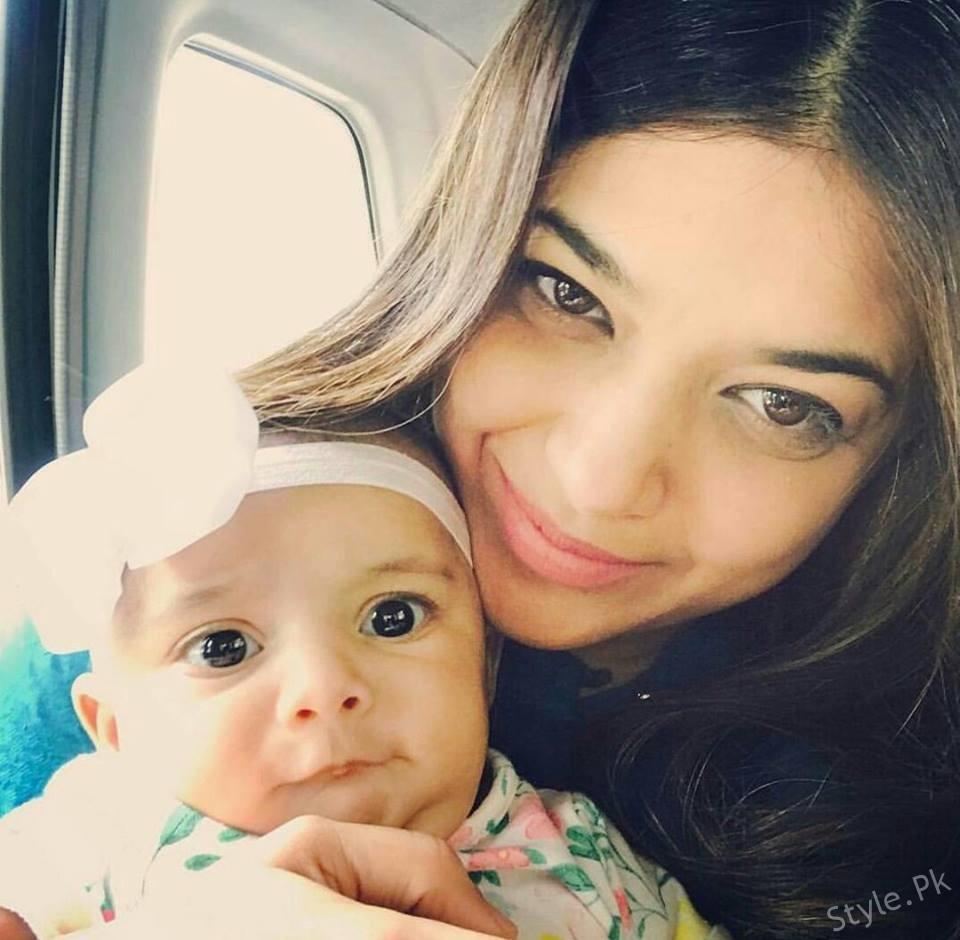 Sanam Jung's Beautiful Selfie with her Daughter