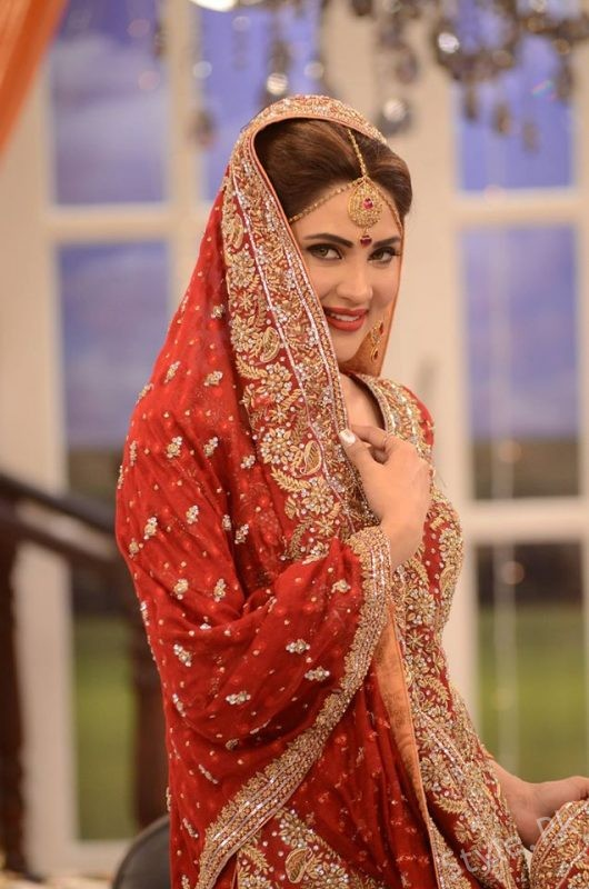 Fiza Ali In Bridal Dresses At Good Morning Pakistan