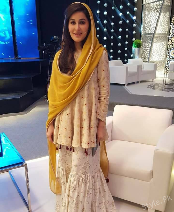 Shaista Lodhi On The Set Of Ittehad Ramzan