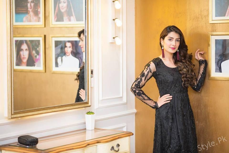 Aiza Khan Looking Gorgeous In Black StylePk