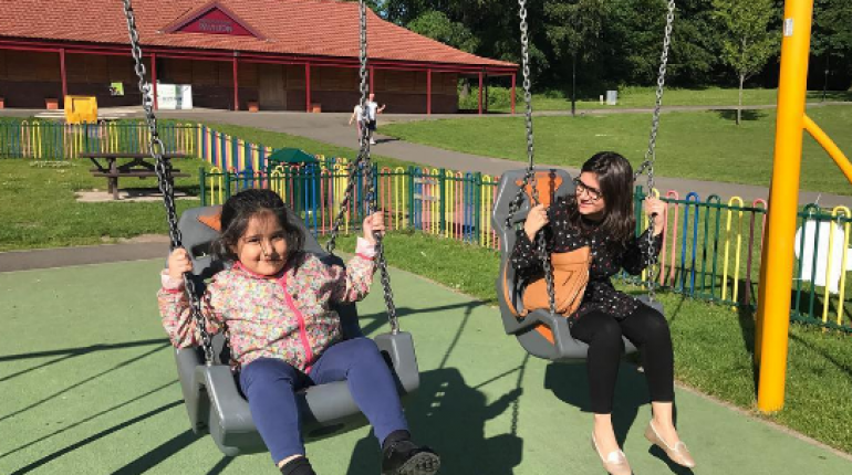 Faysal Qureshi's Family Enjoying Holidays In Glasgow, Scotland