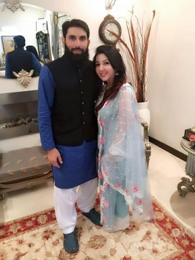 Misbah Ul Haq With His Wife And Kids Style Pk