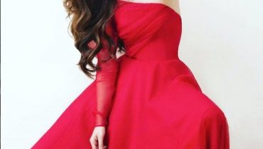 See Mahira Khan looks Stunning a Red Dress