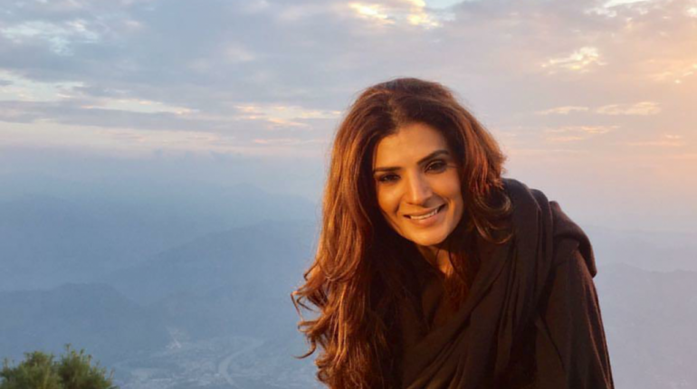 see Resham is a Pakistani film, television and theater actress based in Lahore. She debuted with Syed Noor's film, Jeeva in 1995 and later went on to star in a string of commercial hits in the late 1990s. She won a National award for her performance in film Sangam. She is well known for her bold dresses in her movies like jeeva and ghunghat. The beautiful Resham has been doing movie for many years. She also worked in television dramas. But now a days, beautiful Resham is back to television and is doing projects here and there. Presently, she was seen in the Pakistani version of Naagin. The beautiful Resham was in Kashmir for some time now and she is there to film for a new project. Check out these shots