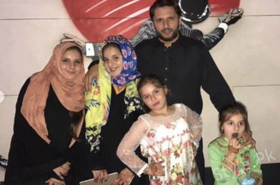 See Shahid Afridi's Holiday Pictures with Daughters