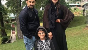 see Hira And Mani Spotted In NathiaGhali With Son!
