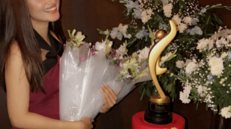 See Sajal Ali Celebrated her movie MOM's Success Party