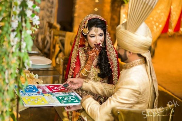 Mehndi Bride And Groom : Bride and groom playing ludo on their wedding latest happening