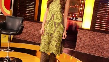 See Alyzeh Gabol on the set of Mazak Raat