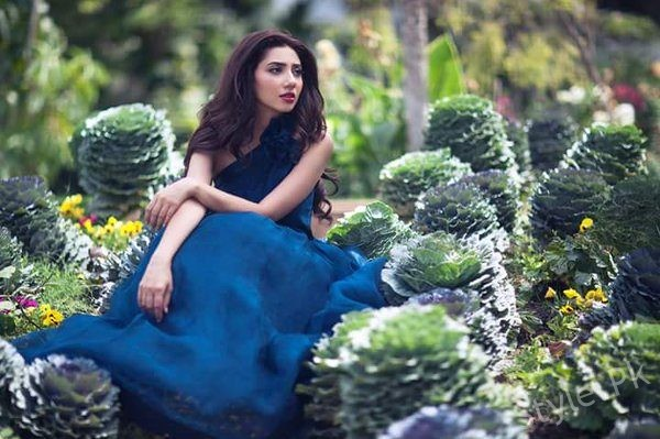 """""""I Felt Like Being Punched In The Stomach"""" Mahira Says About Raees Premiere"""