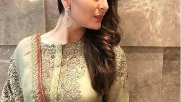 See Kareena Kapoor is back into Shape