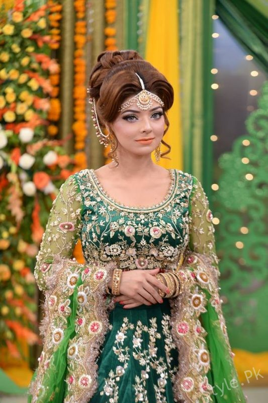 Latest Mehndi Dresses And Mehndi Makeup