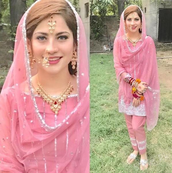 See Neelum Muneer on the set of her upcoming drama Laaj