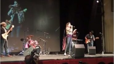 See Highlights of Mehwish Hayat's Concert in New YorkHighlights of Mehwish Hayat's Concert in New York