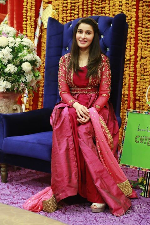 Shaista Lodhi on the set of her Morning Show Geo Subha ...