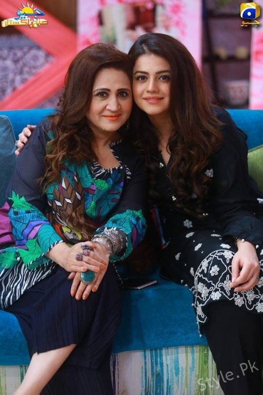 See Asma Abbas with her daughter Zara Noor Abbas in GEO Subha Pakistan