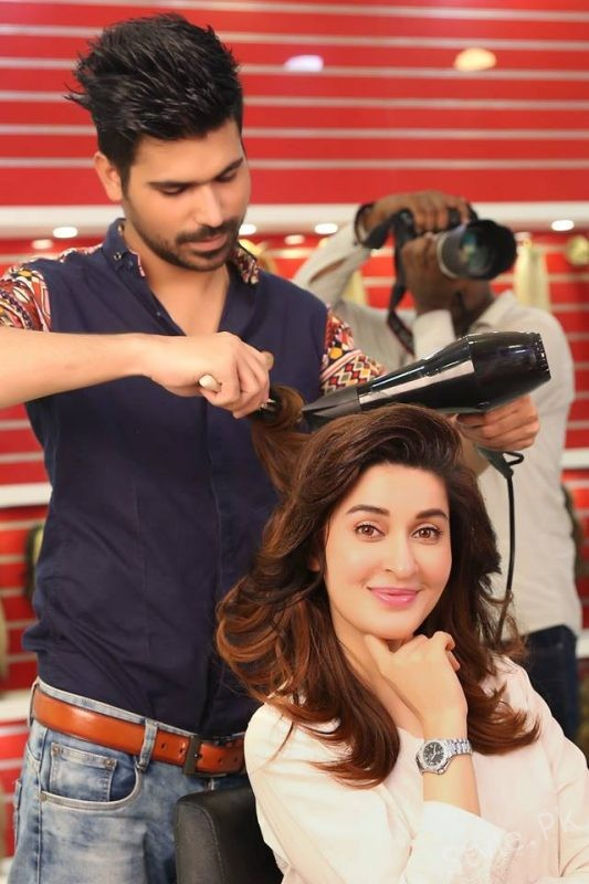Gorgeous Shaista Lodhi at Kashee's Beauty Salon for HairStyling