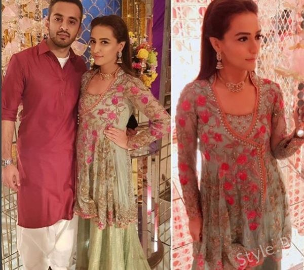 Momal Sheikh With Her Husband At A Friend's MehndiMomal Sheikh With Her Husband At A Friend's MehndiMomal Sheikh With Her Husband At A Friend's Mehndi