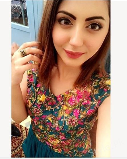 Gorgeous Momal Khalid On Set Of Her Drama