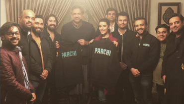 Hareem Farooq Deliver Parchi To Prime Minister Shahid Khaqan Abbasi