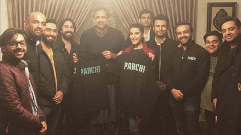 Hareem Farooq Deliver Parchi To Prime Minister Shahid Khaqan Abbasi