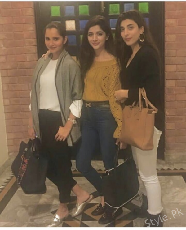 Sania Mirza Was Spotted At Lahore With Hocane Sisters