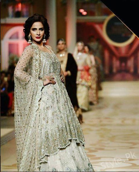 Saba Qamar Fall On Ramp At Bridal Couture Week