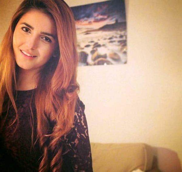 Momina Mustehsan On Rewind With Samina Peerzada