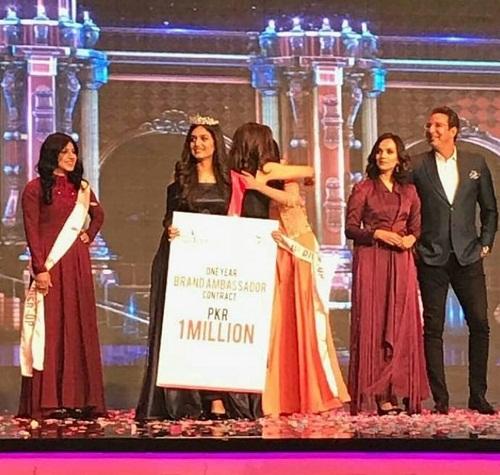 Hira Khan Is Crowned As The New Miss Veet Pakistan