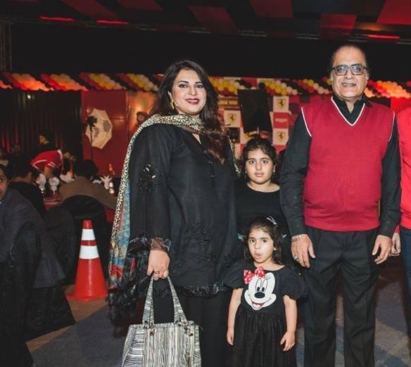 See Mehmood Alsam with his Family