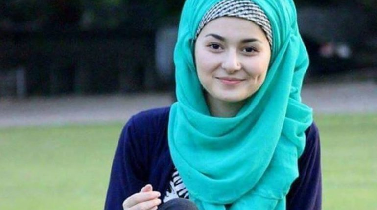 this picture of hania amir from her college days will