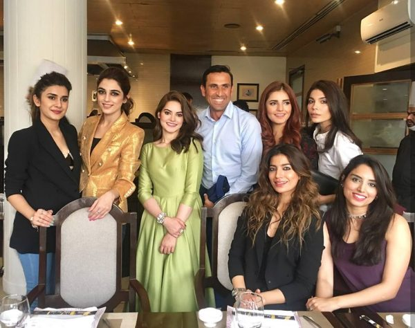 People Can't Stopped Spoiling This Picture Of Pakistani Celebrities