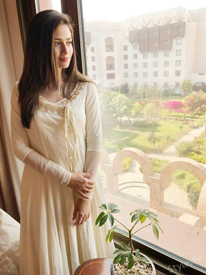 Sana Javed Looks Beautiful In A Traditional Dress