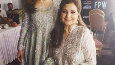 See Syra Shahroze with her Mother in Law