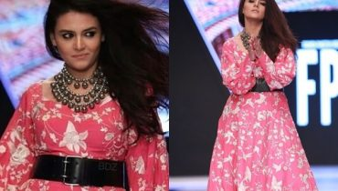 See Zara Noor Abbas Got Trolled by Models on Walking the Ramp