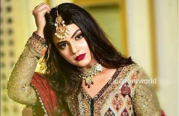 Zara Noor Abbas Looks Hot In Her Latest Shoot