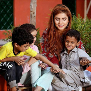 Famous Pakistani Celebrities With The Kids Of Edhi Home